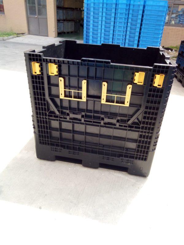 Pallet storage bins foldable